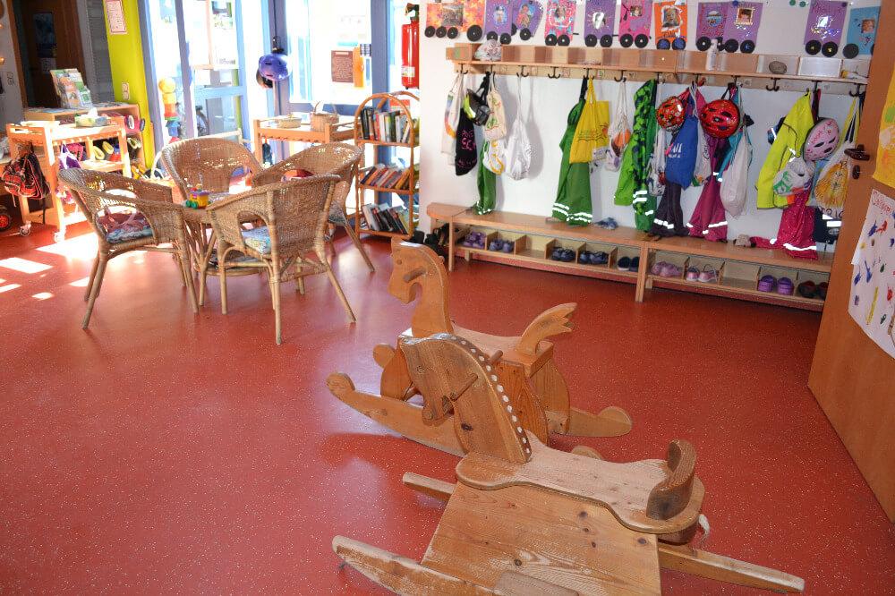 raeumlichkeiten-kindergarten-gersfeld-flur-kaffeeecke