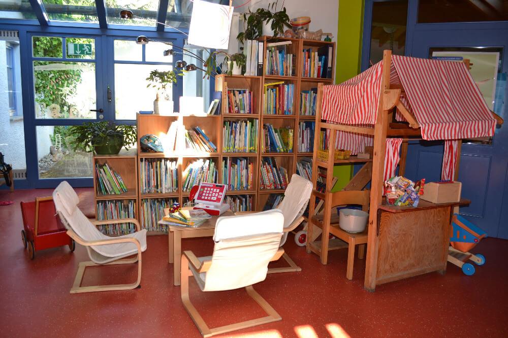 raeumlichkeiten-kindergarten-gersfeld-flur-kaufmannsladen