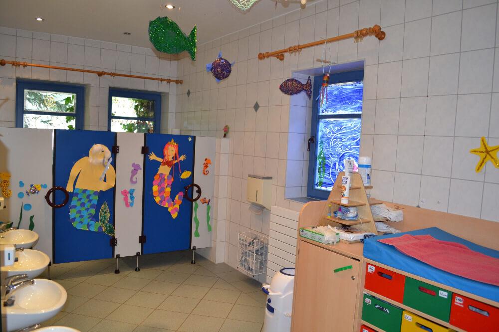 raeumlichkeiten-kindergarten-gersfeld-gruppe-wichtel-sanitaerbereich