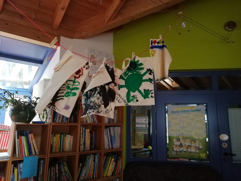 Gestaltete Stoffbeutel der Kinder des Kindergarten Gersfeld zu Müllreduktion